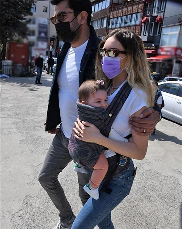 İlk kez annelik heyecanı yaşayan Sinem Kobal bu süreçte tüm hayatı değişti