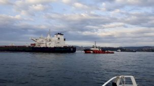 Ham petrol taşıyan tanker kıyıya sürüklendi, İstanbul Boğazı'nda trafik askıya alındı