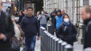 Nüfusunun yüzde 36'sını aşılan İngiltere'de Kovid-19 vakaları artışa geçti