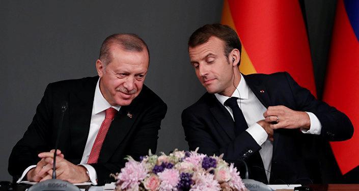 Macron: Erdoğan ile fikir ayrılıklarımız olsa da birbirimizle konuşmalıyız