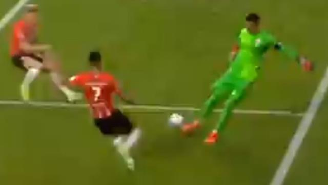 PSV futbolcularının baskısı, yılların tecrübesi Muslera'yı çaresiz bıraktı
