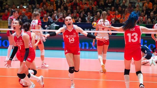 Tokyo Olimpiyatları'na giden Kadın Voleybol Takımımız'ı korona vurdu! Sporcularımız karantinada