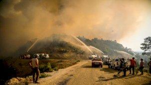 Son Dakika! Bakan Çavuşoğlu, orman yangınlarıyla ilgili güzel haberi verdi: Düne göre daha iyi durumdayız, yarın rüzgar hızını kesecek