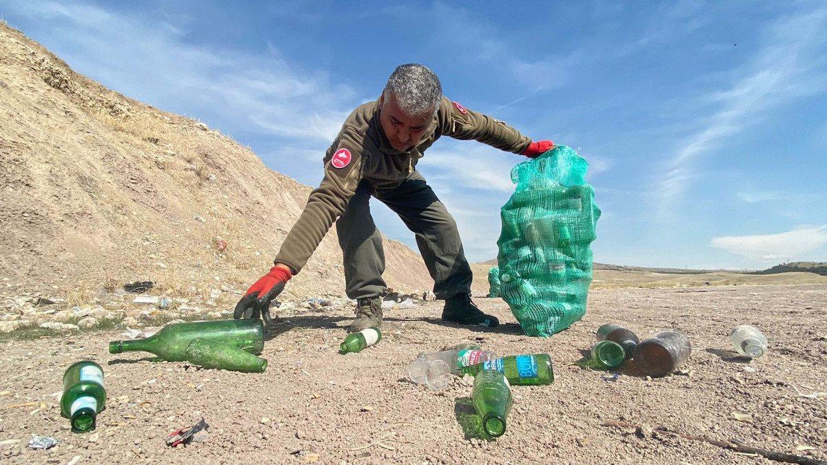 Ankara'da köpeğinin ayağını cam kesen adam, gönüllü şişe topladı