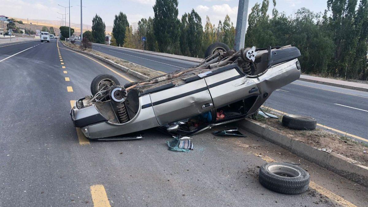 Erzincan'daki trafik kazasında 3 kişi yaralandı