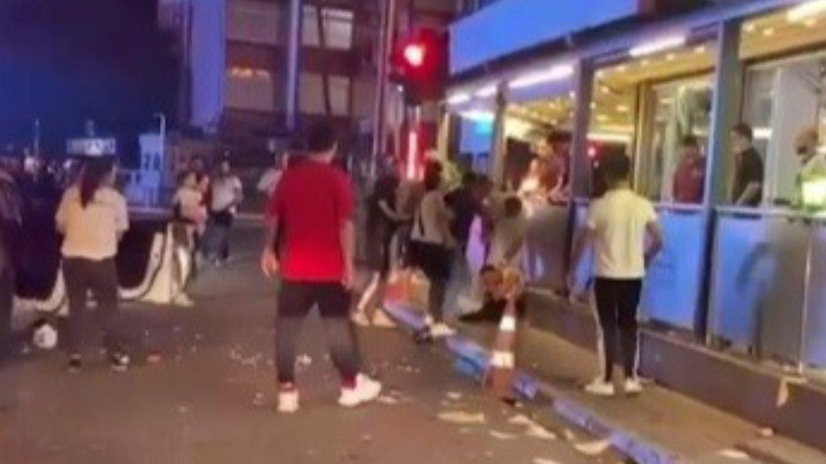 Mersin'de araca bardak fırlatan alkollü şahıs, tekme tokat dövüldü